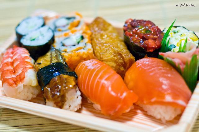 Безопасна ли сырая рыба в суши?