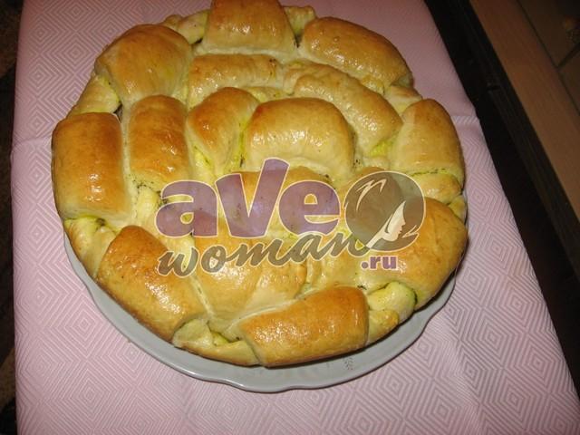Праздничный пирог (каравай) с беконом и прованскими травами