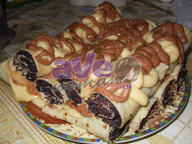 Блинчики с маком под шоколадным и ванильным соусом