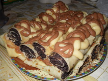 Блинчики с маком под ванильным и шоколадным соусом