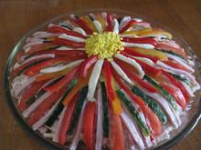 """Салат """"Цветик-семицветик"""" с ветчиной и овощами"""