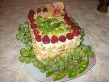 """Торт """"Медовик"""" со сметанным кремом и фруктами"""