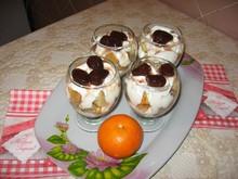 Творожный десерт с бисквитом и вареньем