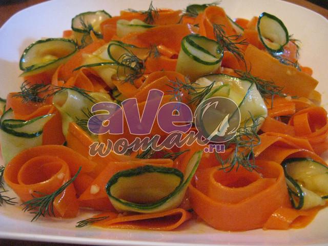 Закуска из маринованной моркови и огурцов
